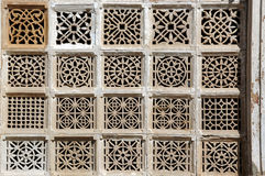 Steinschnitzen bei Sarkhej Roja, Ahmedabad, Indien Stockbild