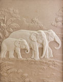 Steinschnitzen eines Elefanten Lizenzfreie Stockfotos