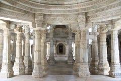 Steinschnitzen am ranakpur Tempel Stockfotos