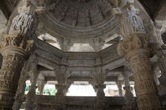 Steinschnitzen am ranakpur Tempel Lizenzfreie Stockfotos