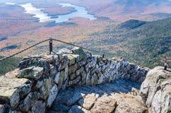 Steinschritte auf die Oberseite eines Berges Lizenzfreies Stockfoto
