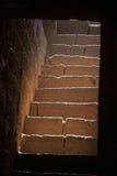 Steinschritte, jugendlich darwaza panhala Fort Lizenzfreie Stockfotos