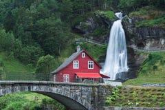 Steinsdalsfossen - cascades en Norvège Photo libre de droits