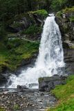 Steinsdalsfossen ein herrlicher Wasserfall stockbilder
