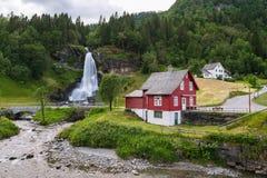Steinsdalsfossen - vattenfall i Norge Royaltyfri Foto