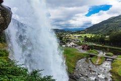 Steinsdalsfossen, Wasserfall in Norwegen stockfotos