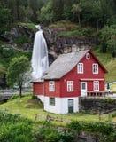 Steinsdalsfossen - watervallen in Noorwegen Royalty-vrije Stock Afbeeldingen