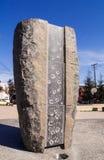 Steinskulptur mit Handabdrücken Lizenzfreie Stockfotografie