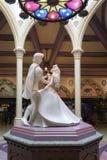 Steinskulptur von Tanzen Prinzessin Aurora und Prinzen Phillip Stockfoto