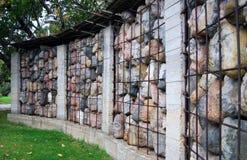 Steinskulpturaufbau durch E. Chubarov Lizenzfreie Stockfotografie
