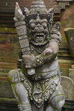 Steinstatue einer alten Gottheit stockbild