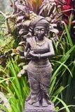 Steinstatue einer Frau in Bali lizenzfreie stockfotos