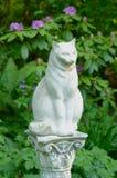 Steinstatue einer Katze Lizenzfreies Stockbild