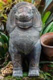 Steinstatue eines Löwe ähnlichen Geschöpfs in Thailand Lizenzfreie Stockfotos