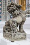 Steinstatue eines Mönchs Stockfotografie