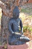 Steinstatue eines Mönchs stockbild