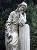 Steinstatuen-Sorgen machende Frau Lizenzfreie Stockbilder