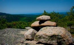 Steinsteinhaufen auf Berg im Acadia-Nationalpark Lizenzfreie Stockfotografie