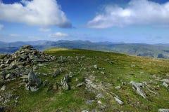 Steinsteinhaufen auf dem Gipfel Stockfoto