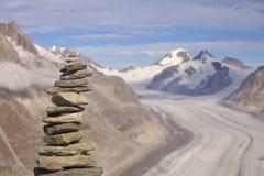 Steinsteinhaufen und Aletsch-Gletscher in der Schweiz Lizenzfreie Stockfotos