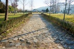 Steinstraße zum komplexen Rupite, Bulgarien Stockbild