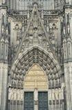 Steintür in der Cologne Kathedrale, Deutschland. Stockfotos