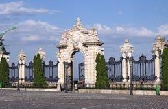 Steintor und Zaun königliches Schloss Buda stockfotos