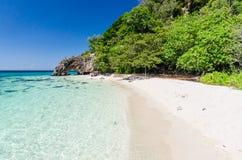 Steintorbogen in Insel Ko Khai, Lipe Lizenzfreie Stockfotos