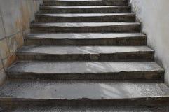 Steintreppe auf der Straße Lizenzfreie Stockfotografie