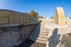 Steintreppe nach die Ufergegend in Pomorie, Bulgarien Lizenzfreie Stockbilder