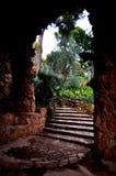 Steintreppe und Bogen Stockbild