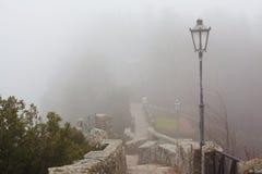 Steintreppenhaus- und Straßenlaterne Lizenzfreies Stockbild