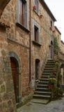 Steintreppenhaus und Tür Stockfotos