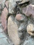 Steinwand auf der Stra?e lizenzfreie stockfotografie
