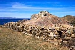 Steinwand auf Isla del Sol in Titicaca-See, Bolivien Lizenzfreies Stockfoto