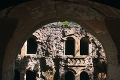Steinwand des mittelalterlichen Schlosses Lizenzfreies Stockfoto