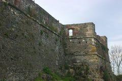 Steinwand des mittelalterlichen Schlosses Lizenzfreie Stockfotografie