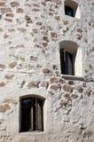 Steinwand des runden Kontrollturms Stockbilder
