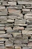 Steinwand hergestellt aus rohen Steinen Lizenzfreie Stockfotografie