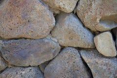 Steinwand hergestellt vom vulkanischen Felsen Lizenzfreies Stockbild