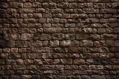 Steinwand hergestellt von den rauen Ziegelsteinen Stockfoto