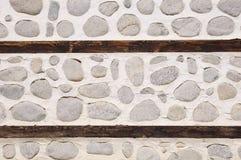 Steinwand mit zwei Holzbalken Lizenzfreie Stockfotos