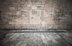 Steinwand und Pflasterung Lizenzfreie Stockbilder