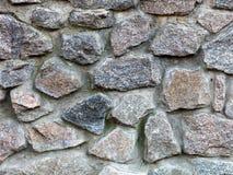 Steinwand von einer großen Granitkopfsteinnahaufnahme Stockfoto