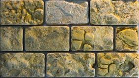 Steinwandbeschaffenheit, Travertin deckt das Gegenüberstellen des Steins mit Ziegeln lizenzfreie stockfotografie