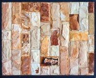 Steinwandbeschaffenheit, Travertin deckt das Gegenüberstellen des Steins mit Ziegeln lizenzfreie stockfotos