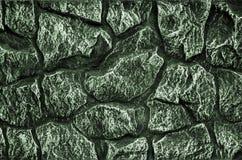 Steinwandhintergrund - Gebäudefunktion Beschaffenheit der starken und starken Wand der rauen Steine von verschiedenen Formen und  Lizenzfreies Stockbild