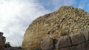 Steinwandruinen der griechischen Stadt von Chersonese stock video footage