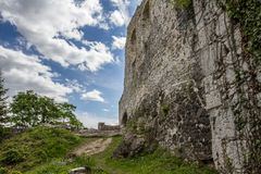 Steinwandruinen des alten Schlosses Lizenzfreie Stockbilder