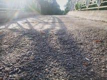 Steinweg an einem schönen sonnigen Tag lizenzfreies stockfoto